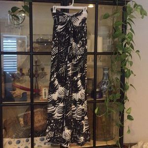 Old Navy black & white fern maxi